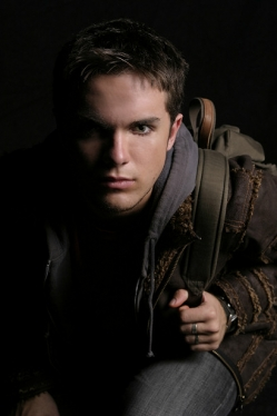 Thomas Dekker in IQ-145