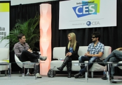 iJustine and MysteryGuitarMan at CES - Tubefilter panel