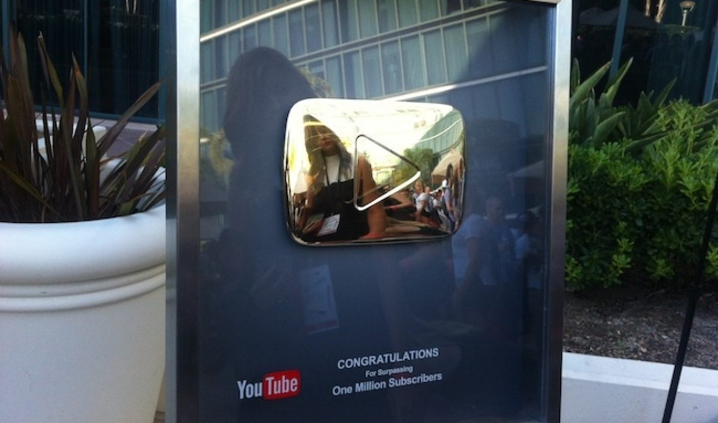 YouTube Gives 24-Karat Gold 'Play Button' to Channels with 1M+ Subs