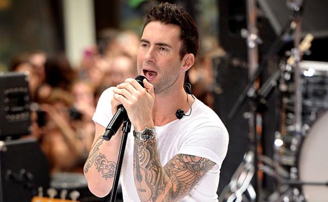 adam-levine-singing