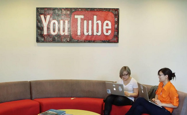 YouTube Lets Channels With 10k+ Subscribers Credit Their Collaborators