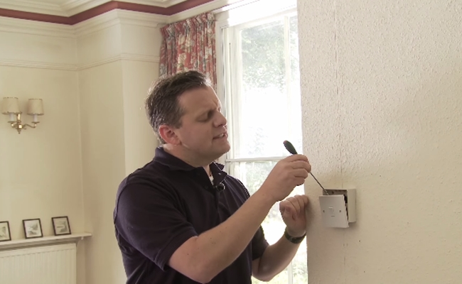 UK Study: 6% Of Respondents Damage Homes After Following Internet DIY Advice