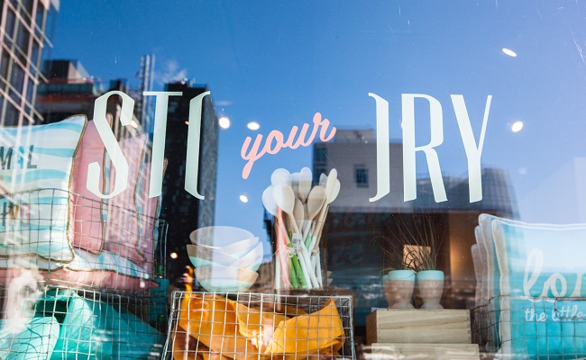 AwesomenessTV-STORY-Your-STORY-Retail-Experience