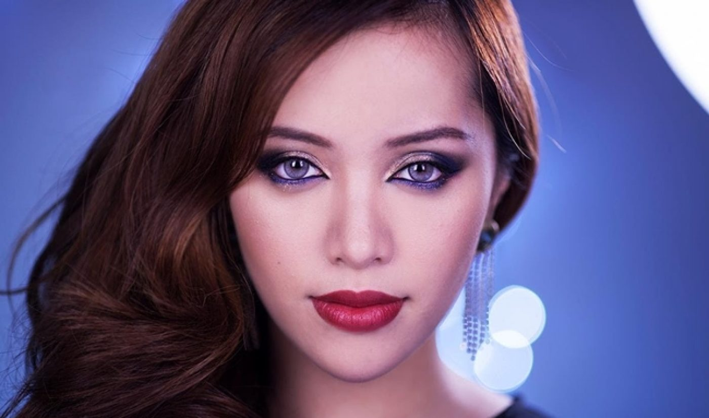 YouTube Star Michelle Phan Joins First Lady Michelle Obama In Tokyo