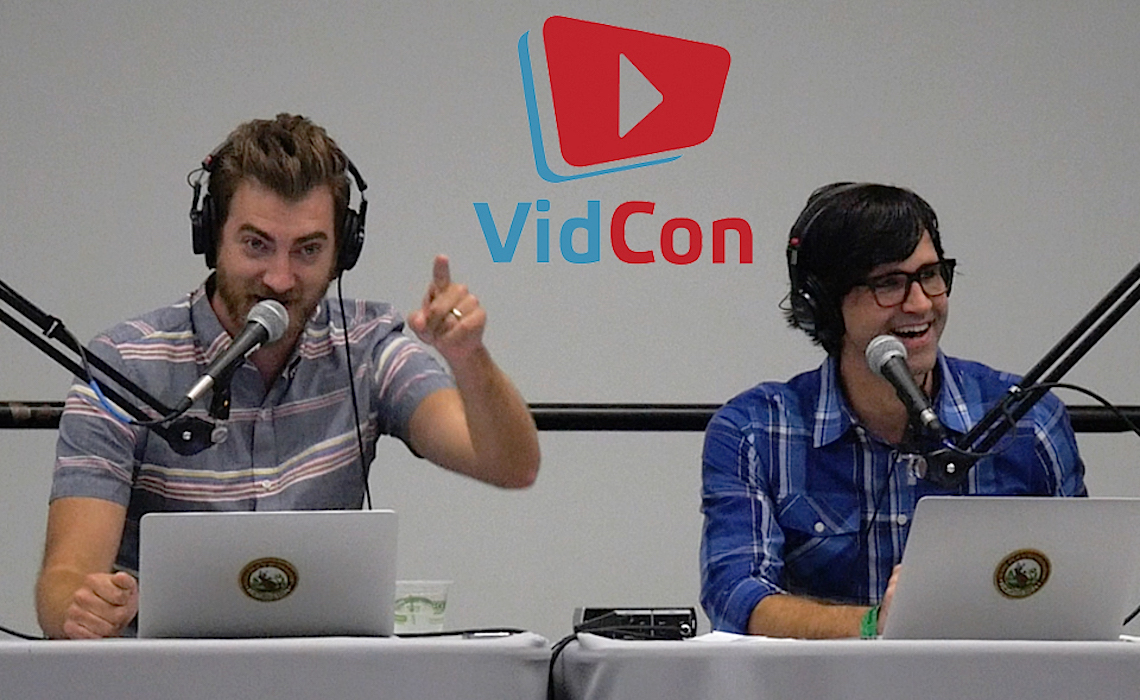 Rhett-and-Link-Ear-Biscutis-Vidcon