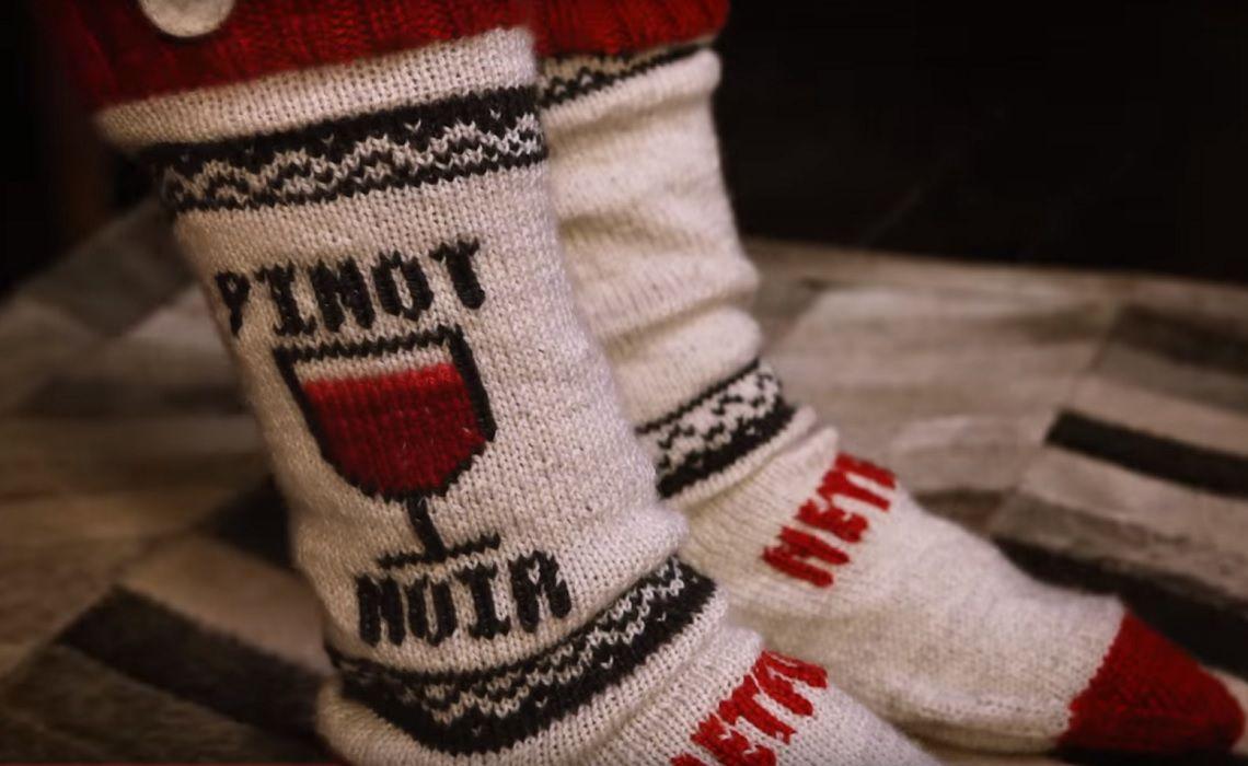 Netflix-DIY-Socks-Binge-Pausing