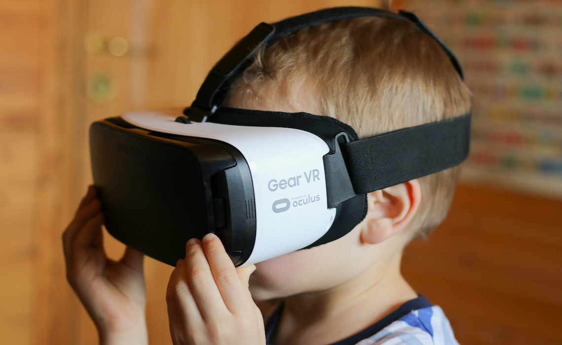 virtual-reality-headset-vr-kid