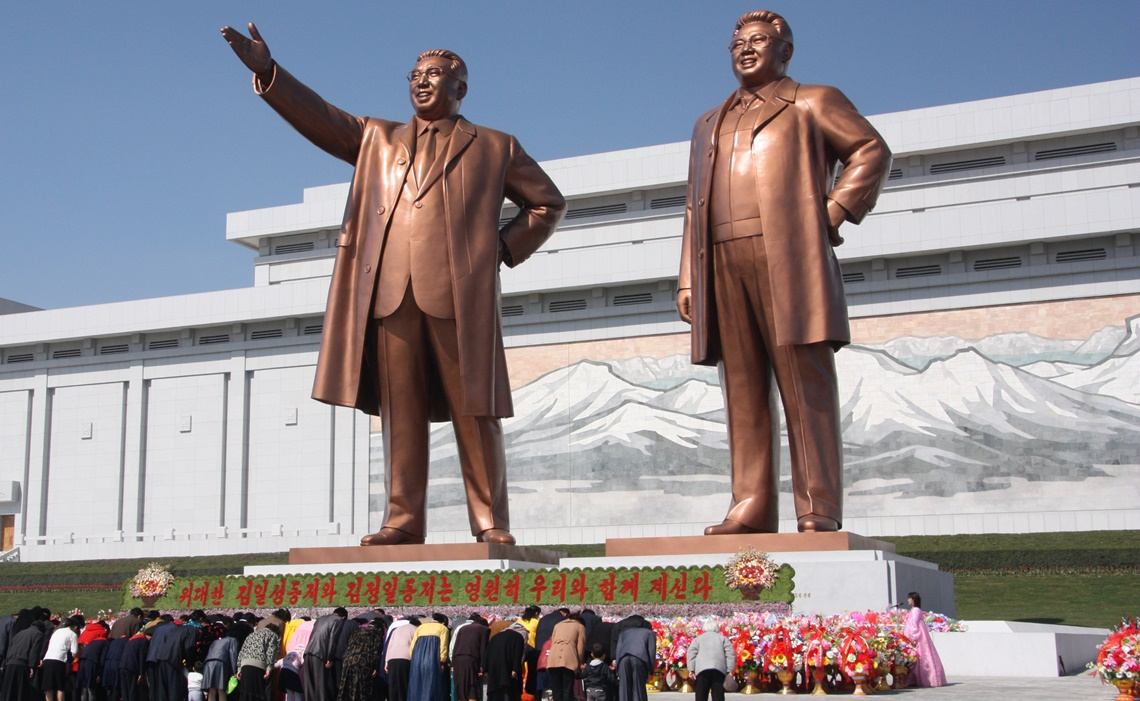 north-korea-statues