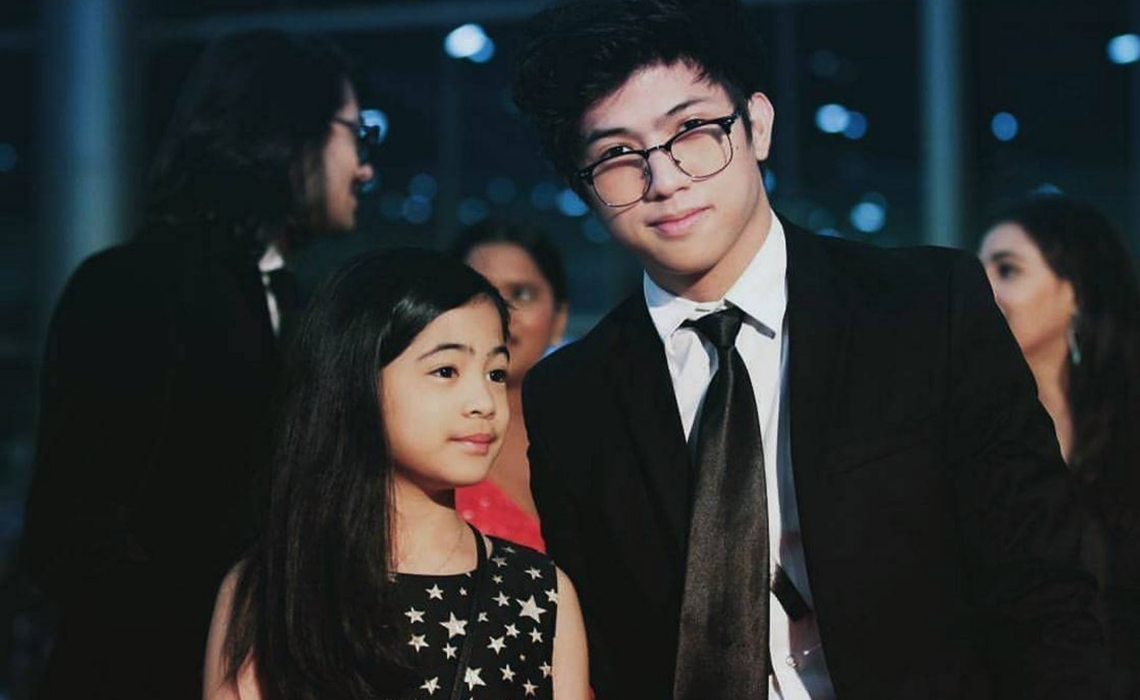 big frame signs sibling dance duo ranz kyle and niana