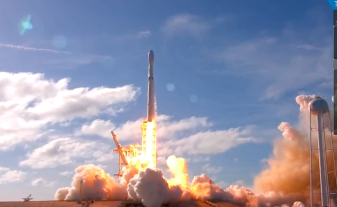 Live Stream Of SpaceX's Falcon Heavy Rocket Test Peaks At
