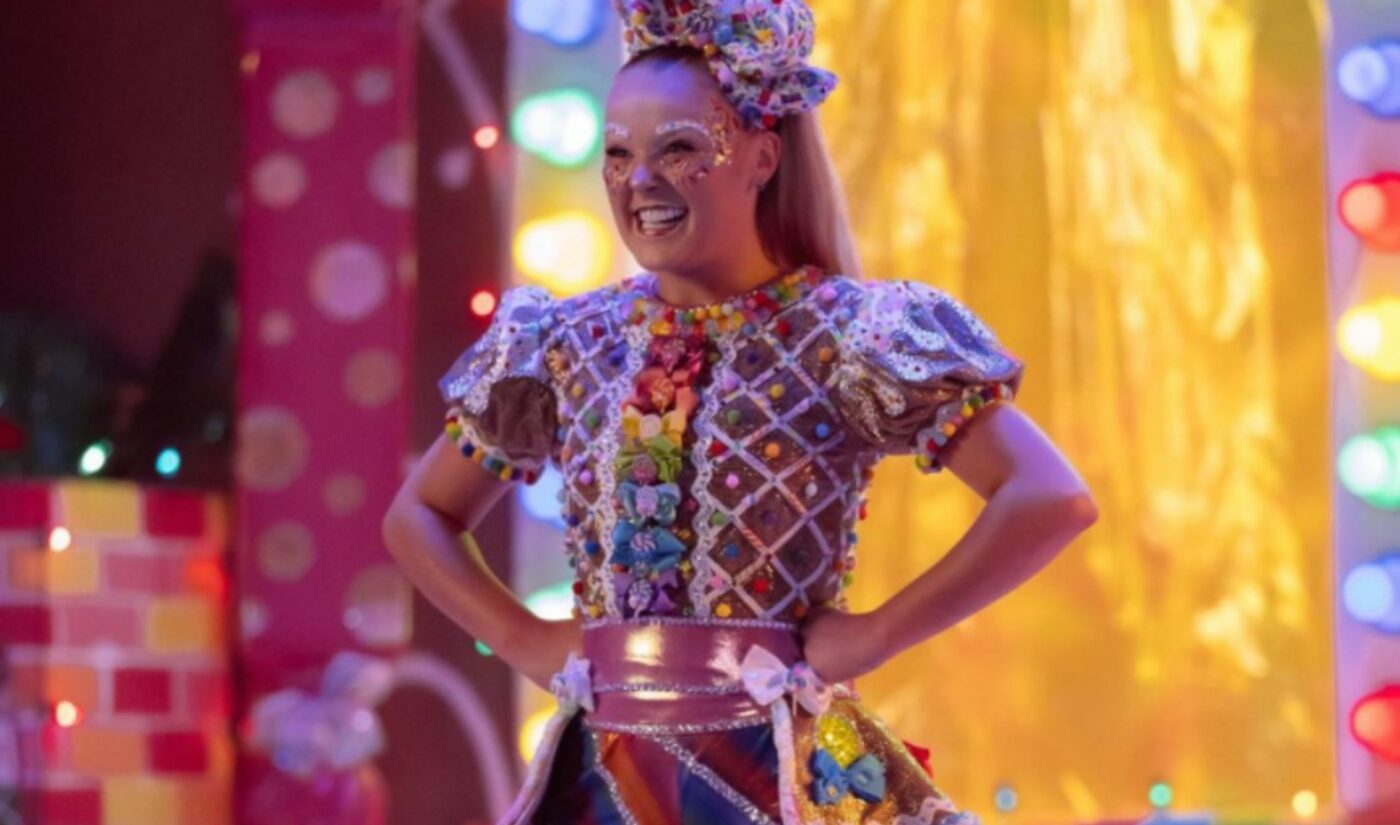 JoJo Siwa Allegedly Swatted By Paparazzi After Coming Out As Part Of LGBTQ+ Community